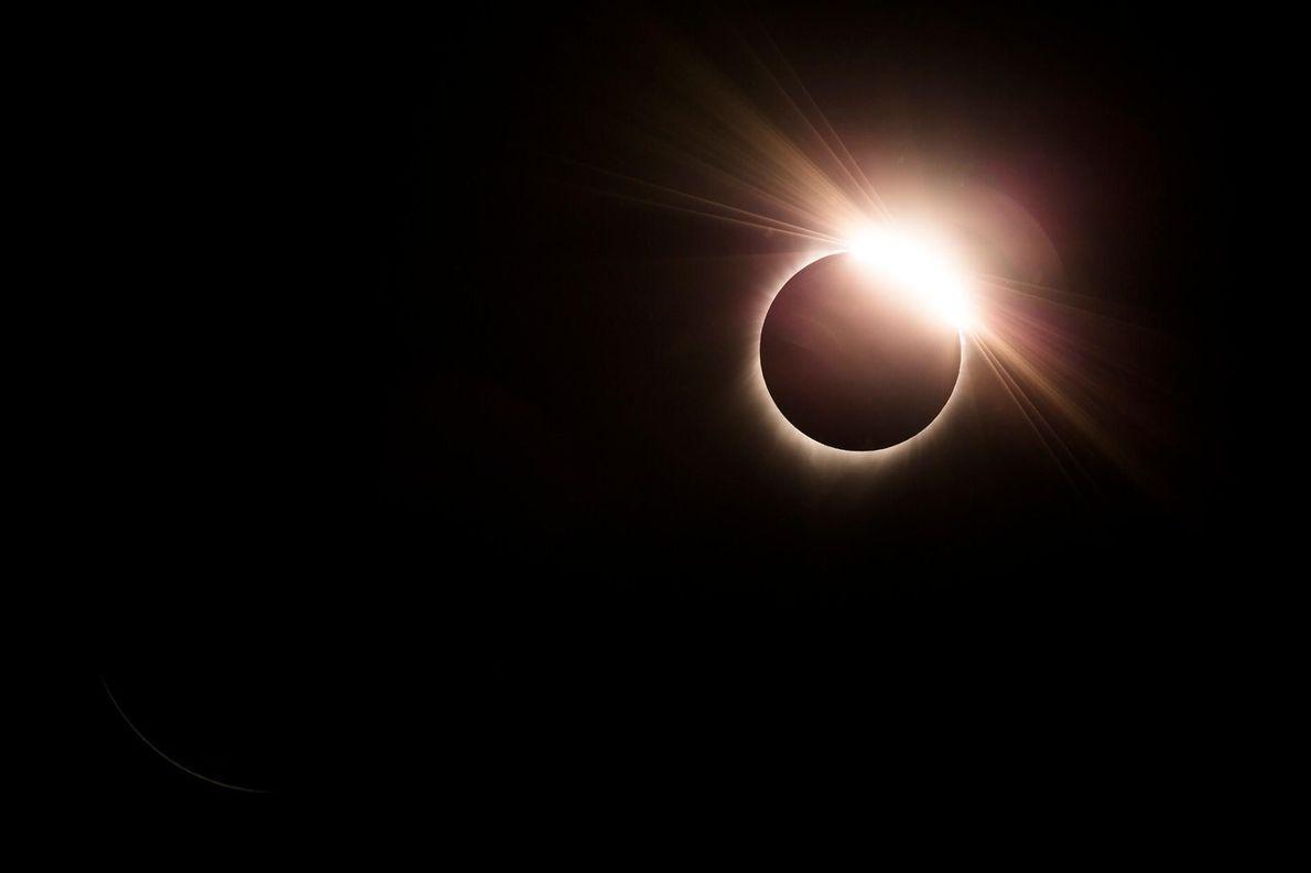 Bien que les photographes soient censés appliquer des filtres solaires sur leur appareil photo lorsqu'ils photographient ...