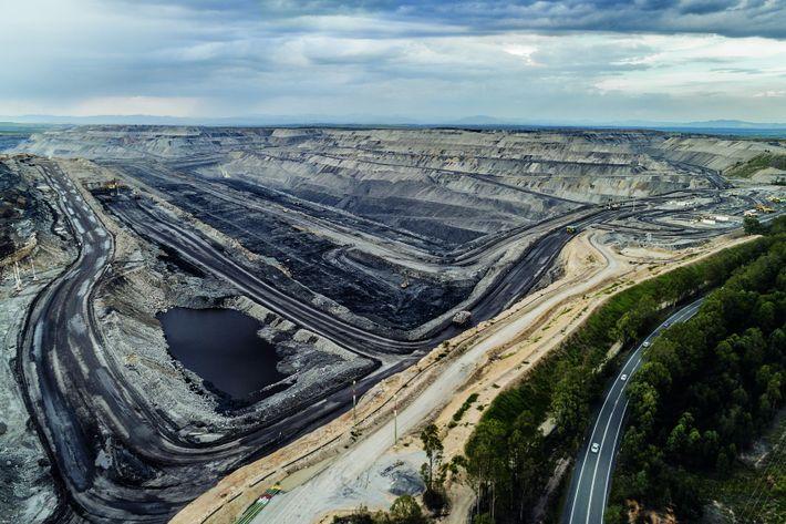 La mine de charbon de Mount Thorley Warkworth est l'un des nombreux «groupes de superfosses » ...