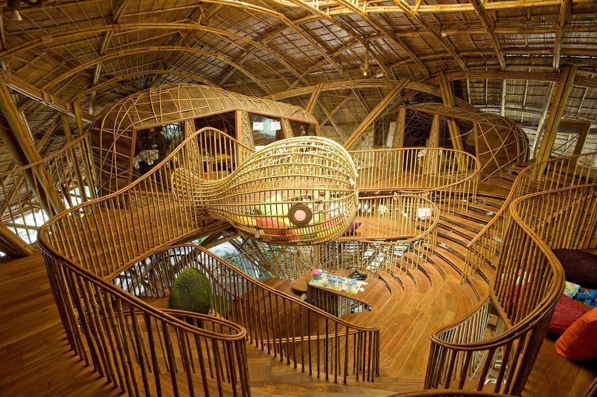 La bibliothèque pour enfants de Soneva Kiri ressemble à une cabane dans les arbres géante ou ...