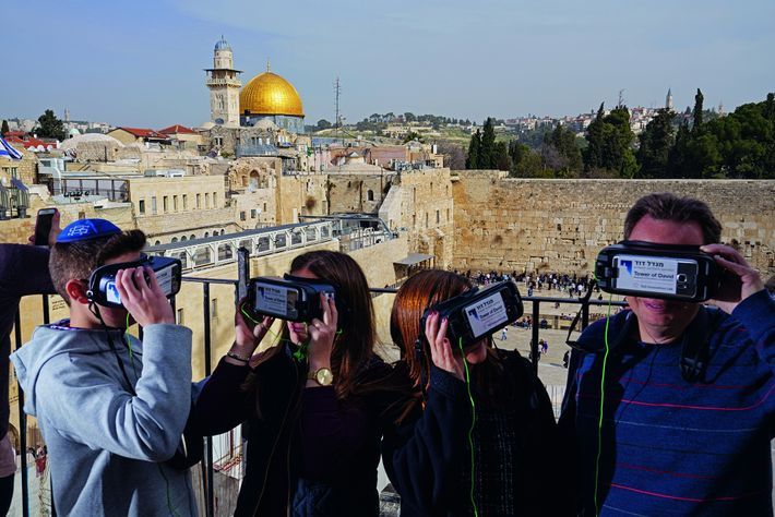 De ce point de vue donnant sur la place du mur des Lamentations, on voit le ...