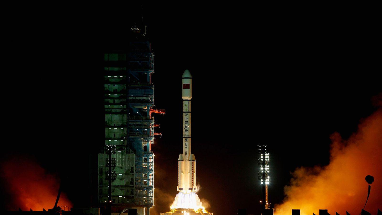 Une fusée chinoise Longue Marche 2F a transporté la station spatiale Tiangong-1 en orbite en septembre ...