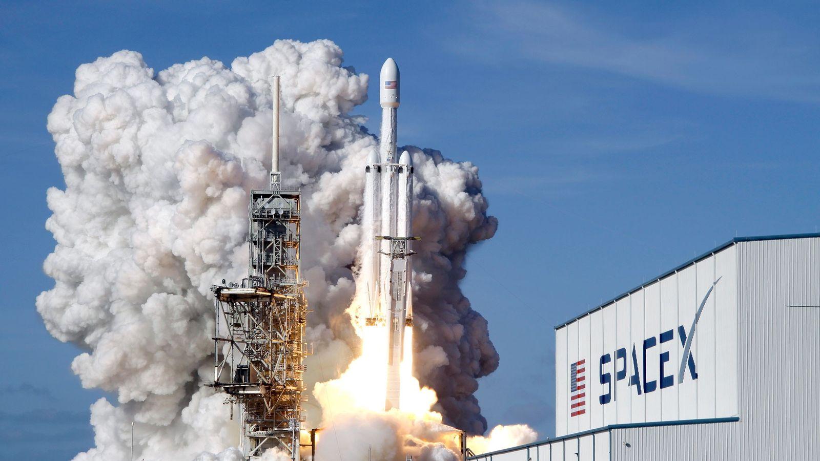 Une fusée Falcon 9 de SpaceX décolle du Kennedy Space Center en février 2018.