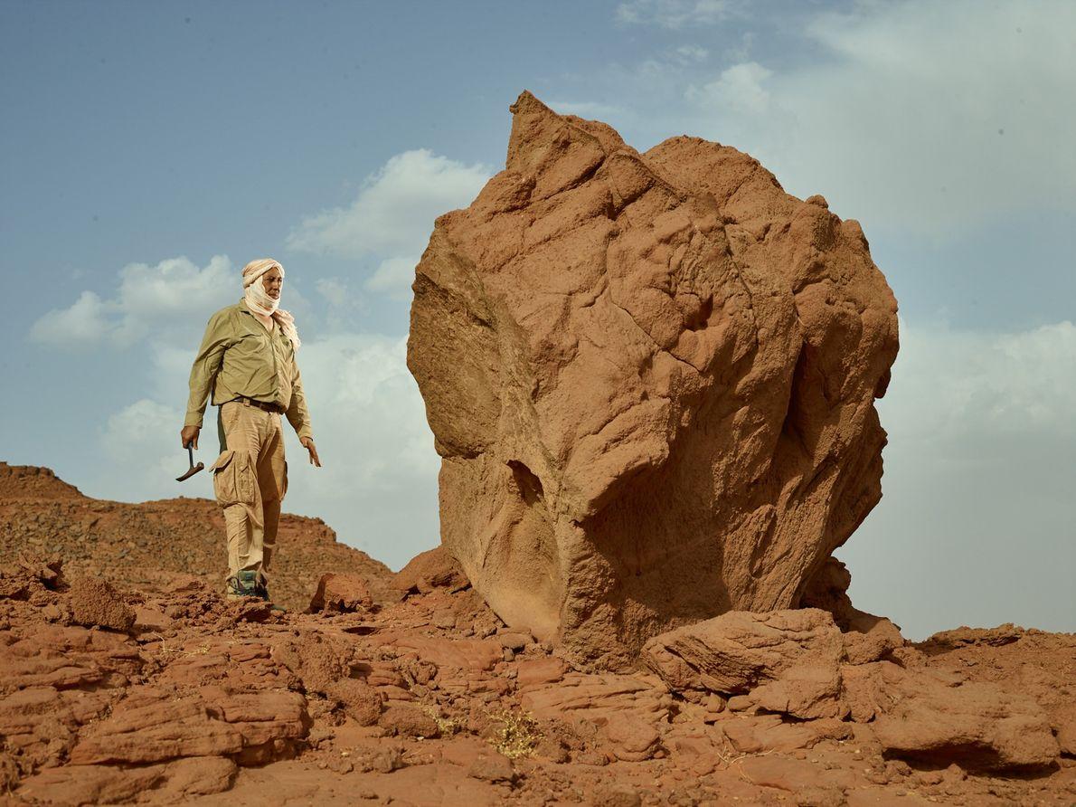 Samir Zouhri, paléontologue à l'Université Hassan II, Casablanca, explore un site près de Sidi Ali, au ...