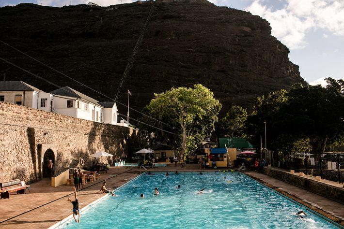 Une piscine à Jamestown attire les « Saints », à savoir les habitants de l'île Sainte-Hélène. ...