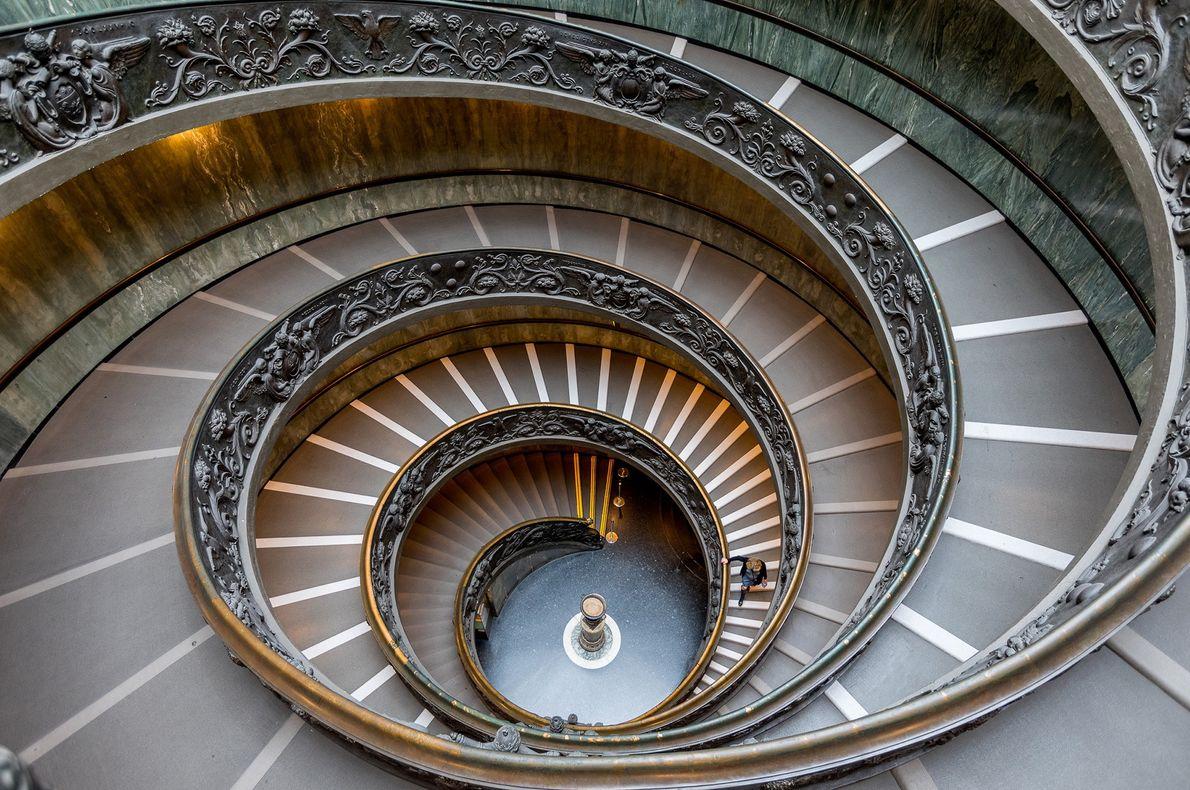 L'escalier de Bramante a été créé par l'architecte italien Giuseppe Momo en 1932.