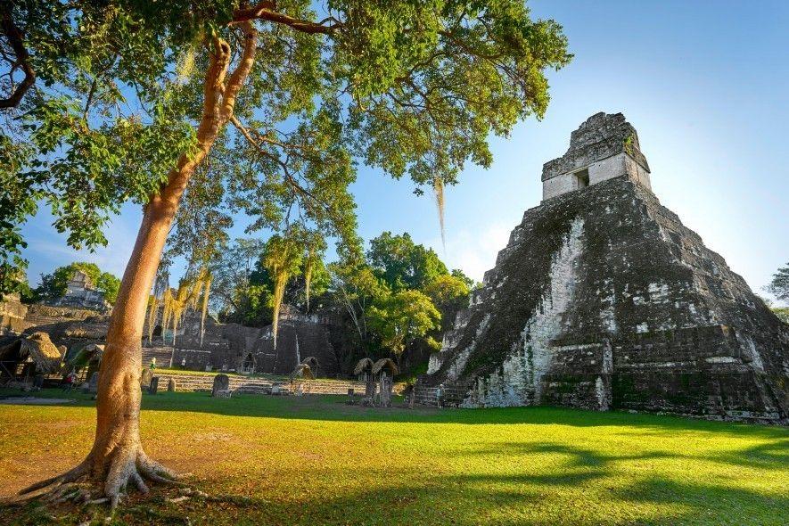 Le temple du grand jaguar de Tikal, au Guatemala. Les pyramides de ce site classé au ...