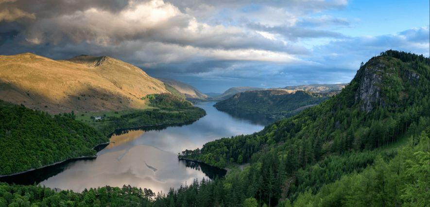 Dans le Lake District du comté de Cumbria, le lac Thirlmere (ci-dessus) ainsi que le lac ...