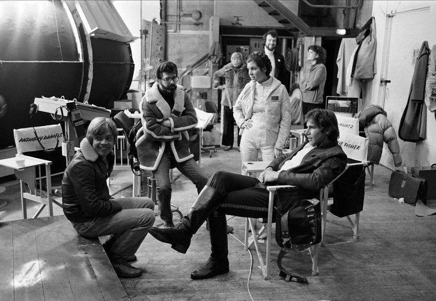 Mark Hamill, George Lucas, Carrie Fisher et Harrison Ford sur le tournage de L'Empire contre-attaque dans ...