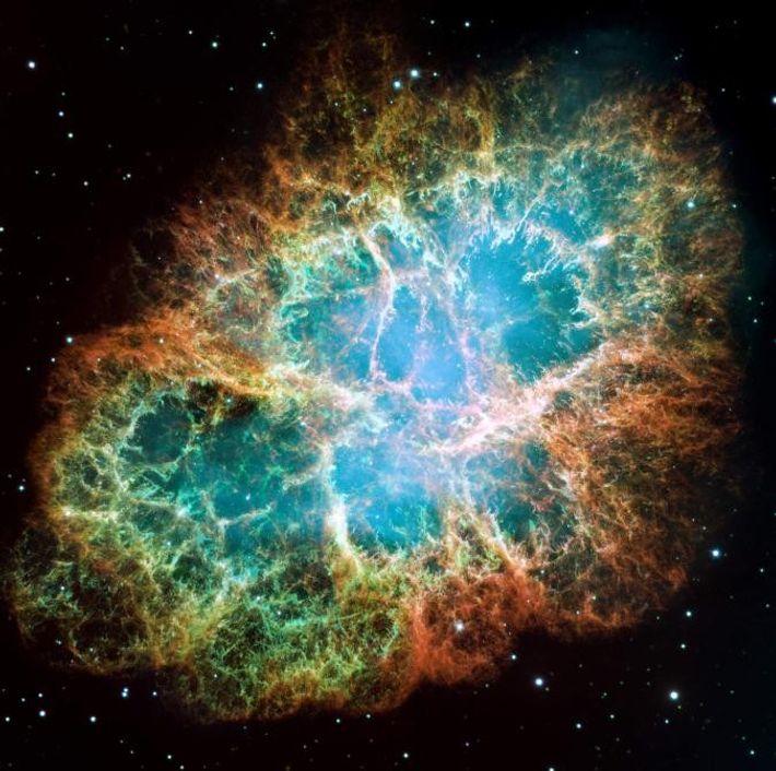 Cette image en mosaïque représente la nébuleuse du Crabe, vestige d'une supernova visible depuis notre planète ...