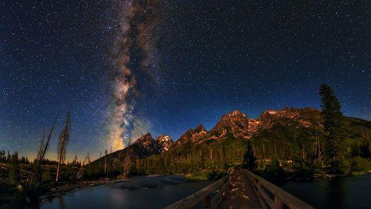 Des astronomes ont filmé la pluie d'étoiles des Êta aquarides