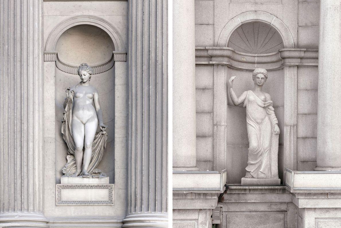 Des statues grecques décorent l'extérieur d'un bâtiment à Paris (à gauche) et à Tianducheng (à droite).