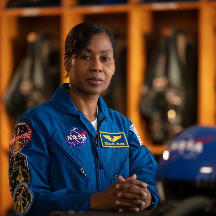 Stephanie Wilson - promotion d'astronautes 1996, 43 jours dans l'espace.