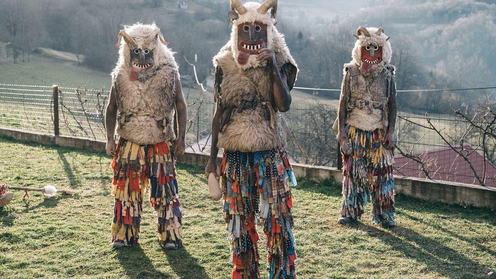 Les Slovènes célèbrent l'arrivée du printemps en devenant des « monstres » à l'occasion du Pustni ...
