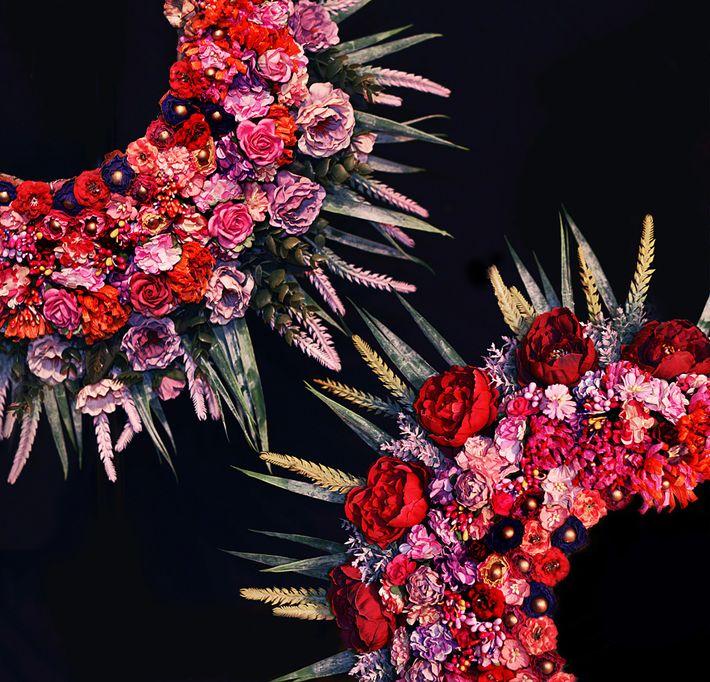 Pour concevoir ces couronnes, « on inclut des matériaux qui ont été autrefois utilisés », dit Dominika ...