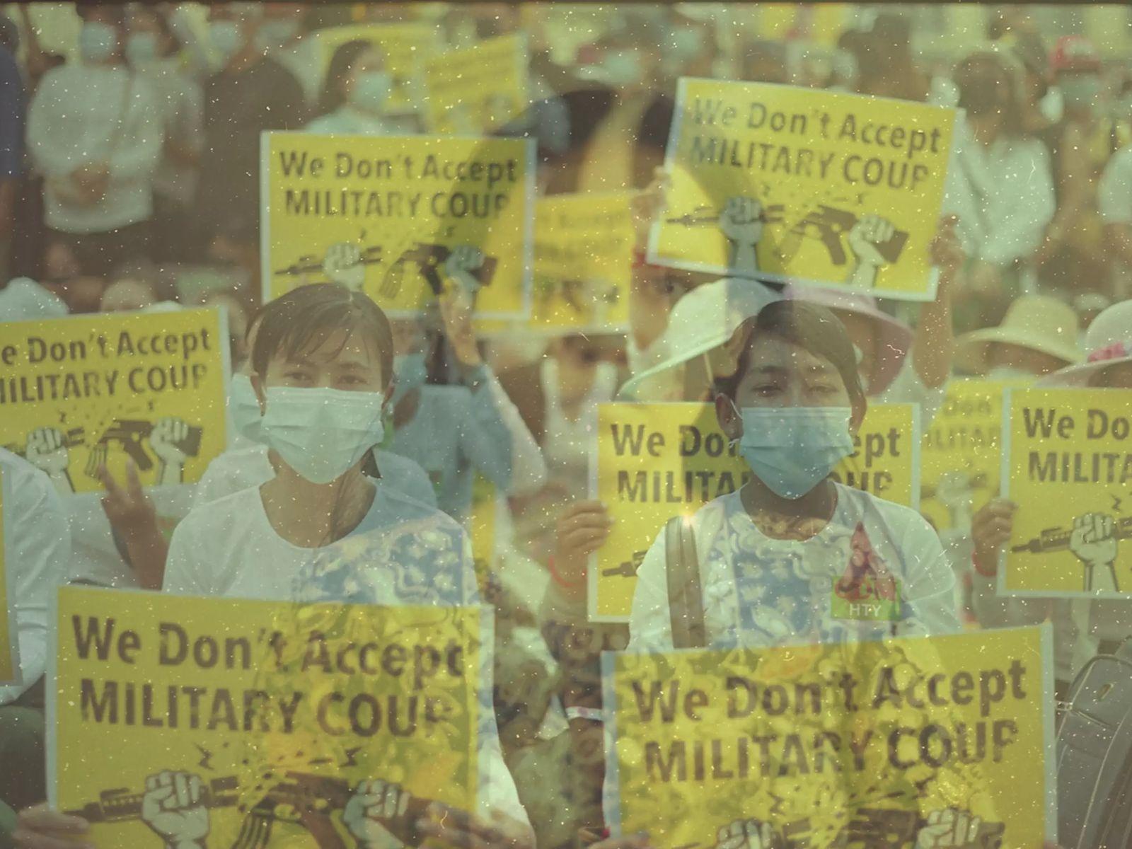 Des professeurs des écoles se joignent à des milliers d'autres manifestants pacifiques devant l'Ambassade de Chine, ...