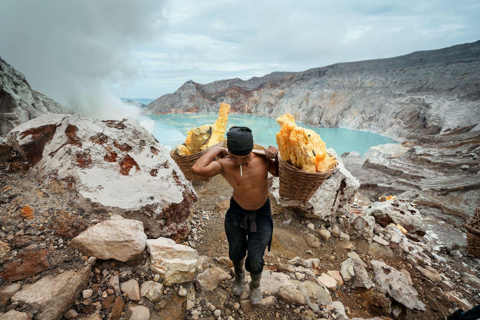 Reportage dans le cratère d'un des volcans les plus impressionnants du monde