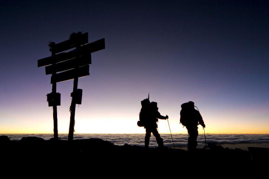 Prenez votre photo au sommet rapidement, puis commencez la descente pour retrouver des conditions moins difficiles. ...
