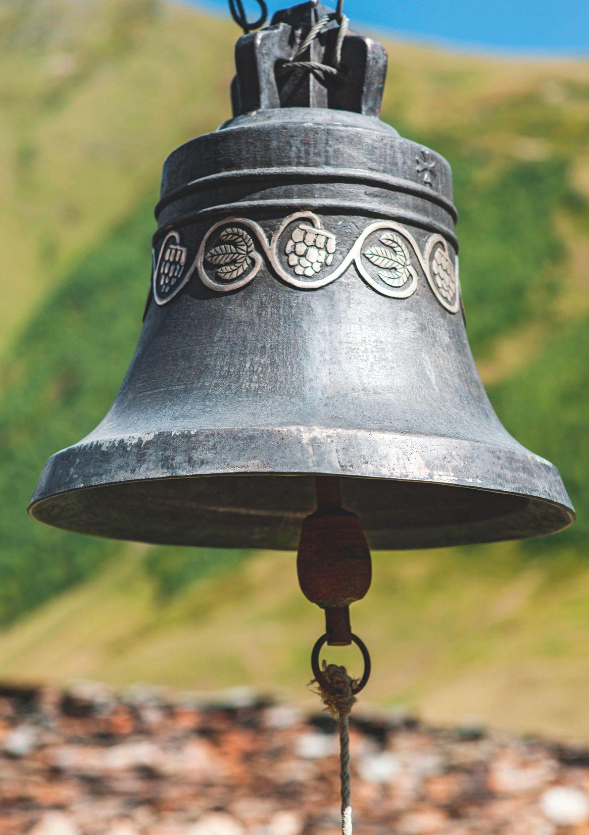 La Svanétie, Géorgie. Cloche de l'église Lamaria à Ushguli.