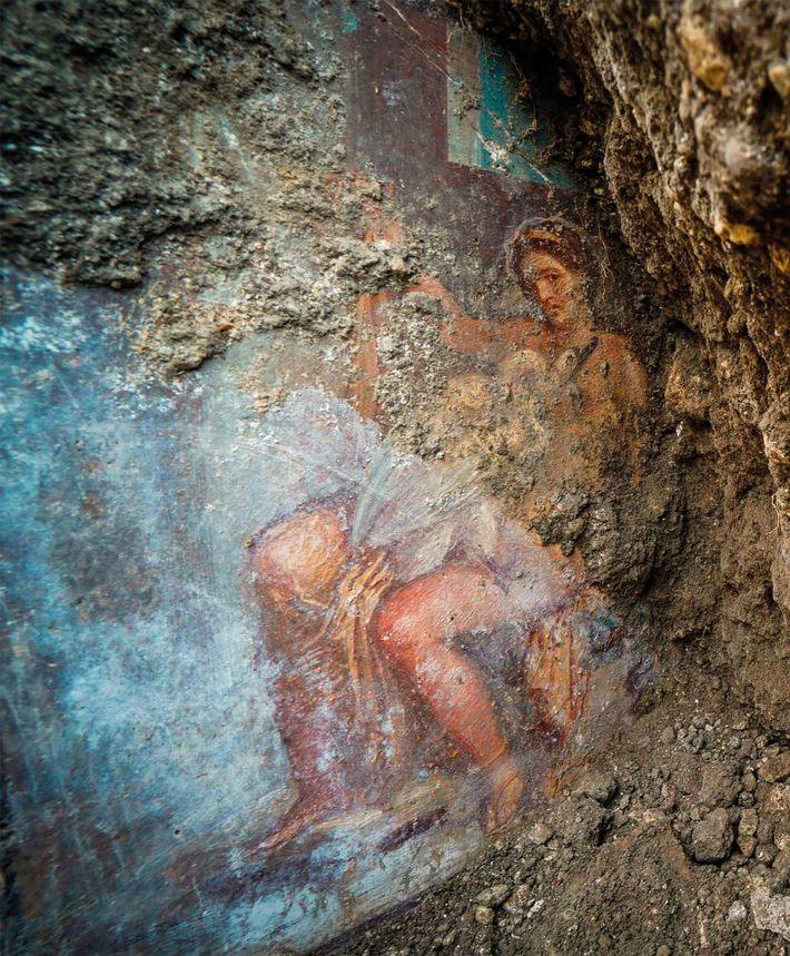 Photographiée peu de temps après sa découverte, cette fresque représentant Léda et le cygne était toujours ...