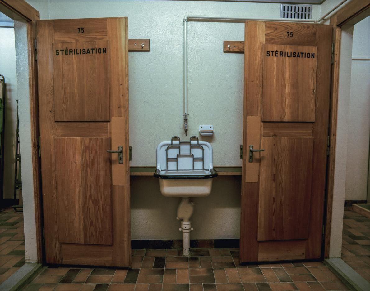 Portes donnant sur les pièces de désinfection, Fort Cindey
