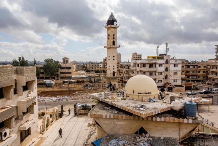La reconstruction d'une mosquée, d'un centre musulman et d'un orphelinat dans le quartier d'Al Waer, la ...