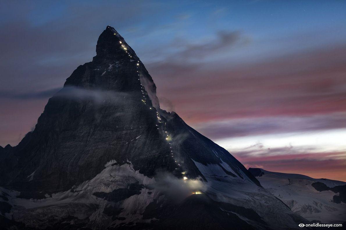 Le Cervin se pare de lumière à l'occasion du 150e anniversaire de la première ascension.
