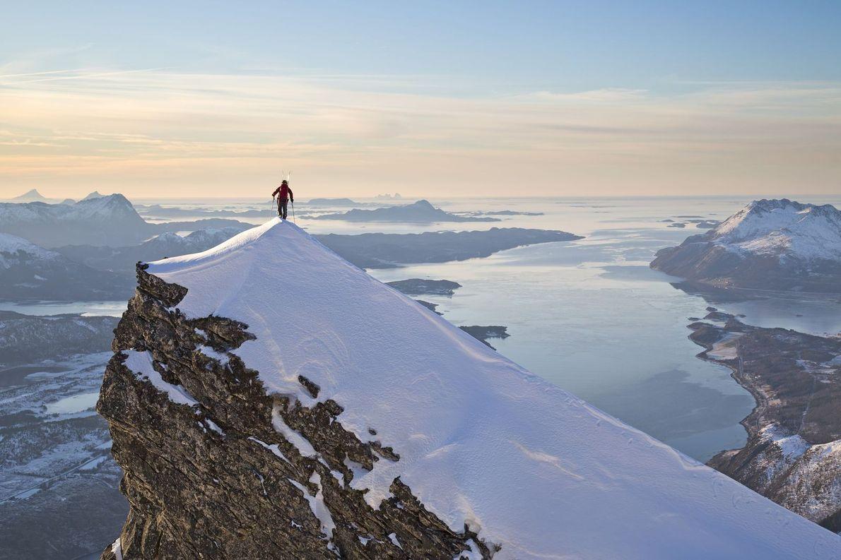 Au début de l'hiver dans le nord de la Norvège, Johan Engebratt atteint l'un des plus ...