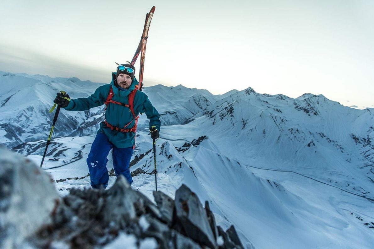 """""""J'explorais la chaîne de montagnes sauvage et reculée de Caucase. Ici vous pouvez voir Jochen Reiser ..."""