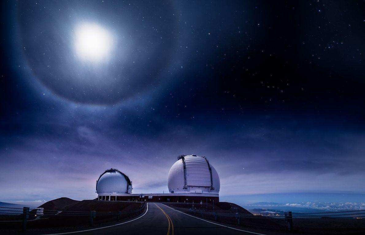 Un magnifique halo de lumière se forme lors d'une éclipse lunaire totale à 4 205 mètres ...