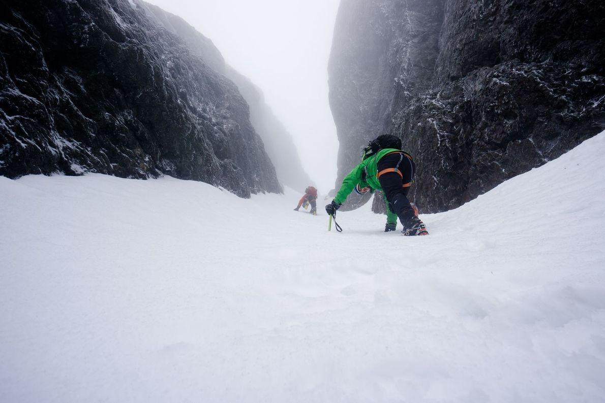 Nous nous dirigions vers le sommet du Mount Arrowsmith, au Canada. La visibilité était mauvaise mais ...