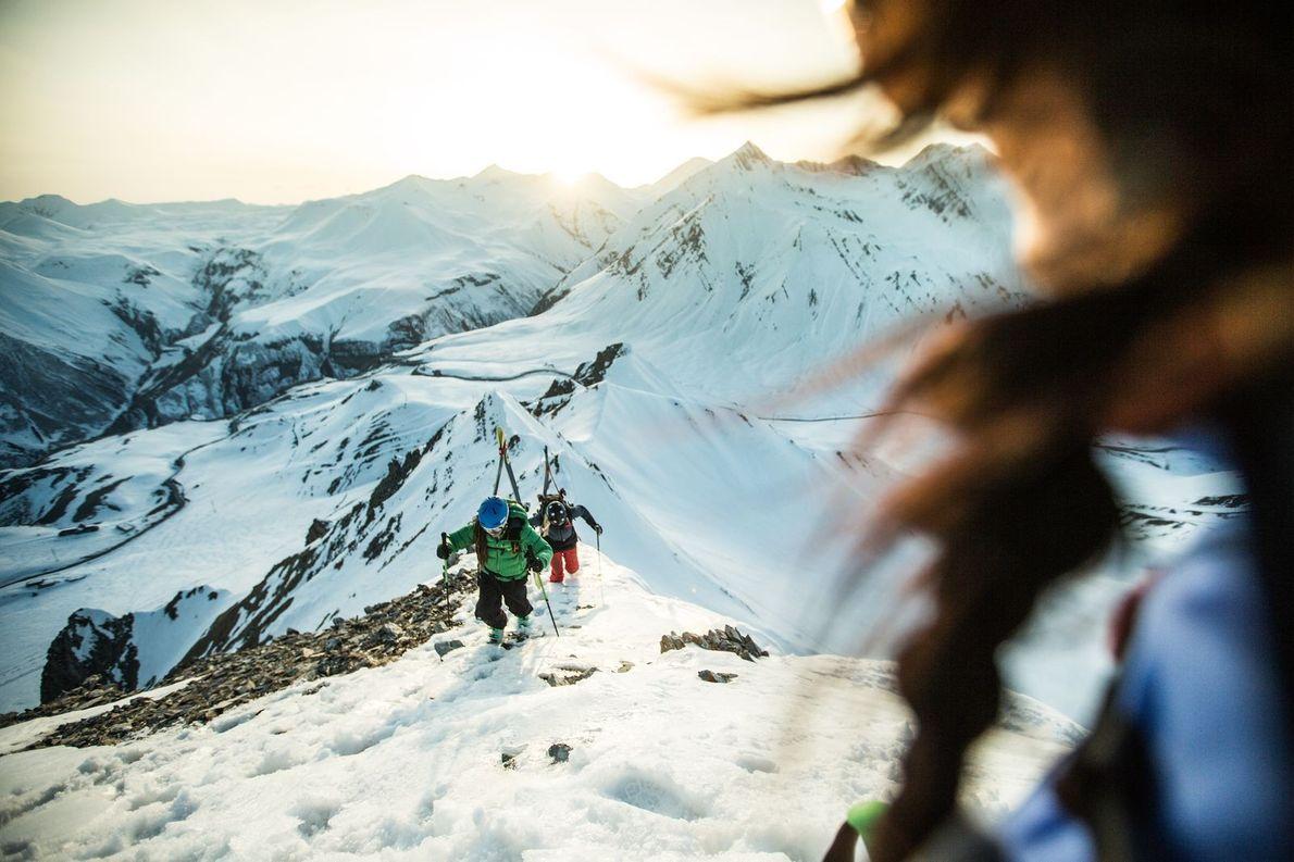J'explorais la chaîne montagneuse sauvage et reculée du Caucase en Géorgie, avec un groupe de grimpeurs. ...