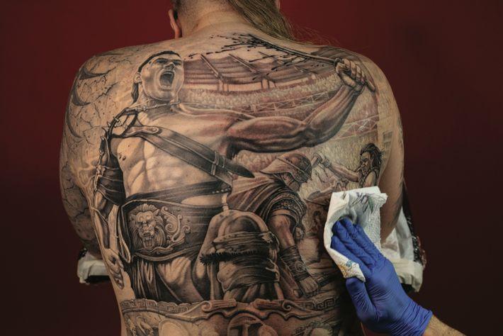 Zakhar Nikmatulin éprouve une fascination pour les gladiateurs depuis qu'il a vu le film Spartacus de ...