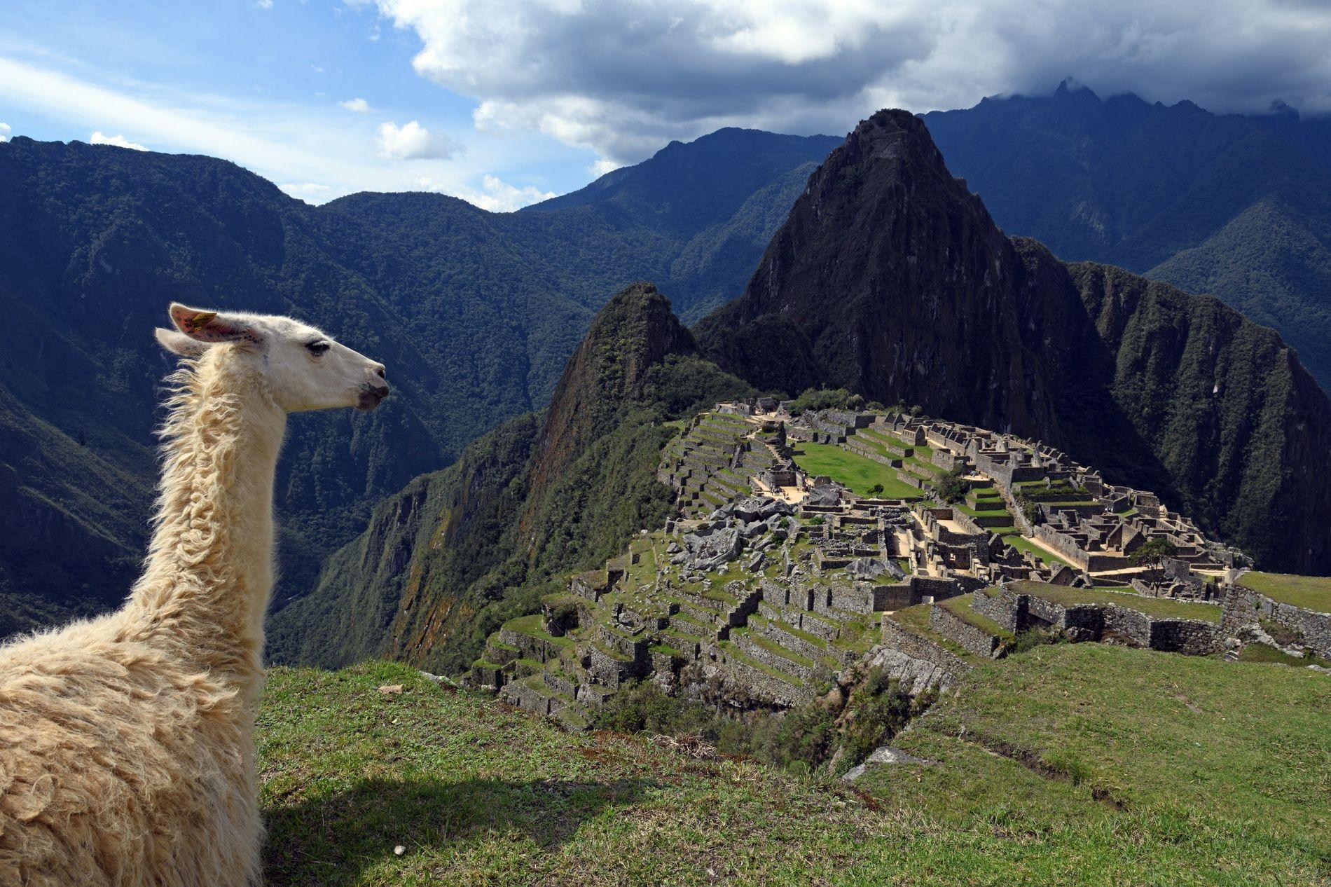 Construite à 2430 m d'altitude au 15e siècle et abandonnée une centaine d'années plus tard, la ...