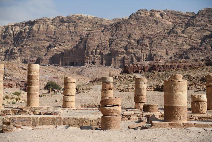 Colonnes du Grand temple de Petra. Datant du Ier siècle après J.-C. c'est l'un des monuments ...