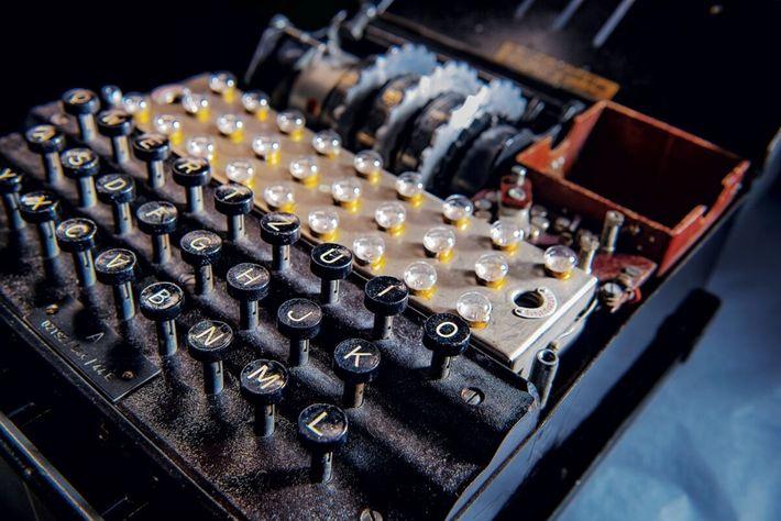 Les dirigeants allemands étaient convaincus que les messages codés par Enigma, qui pouvait générer une infinité ...
