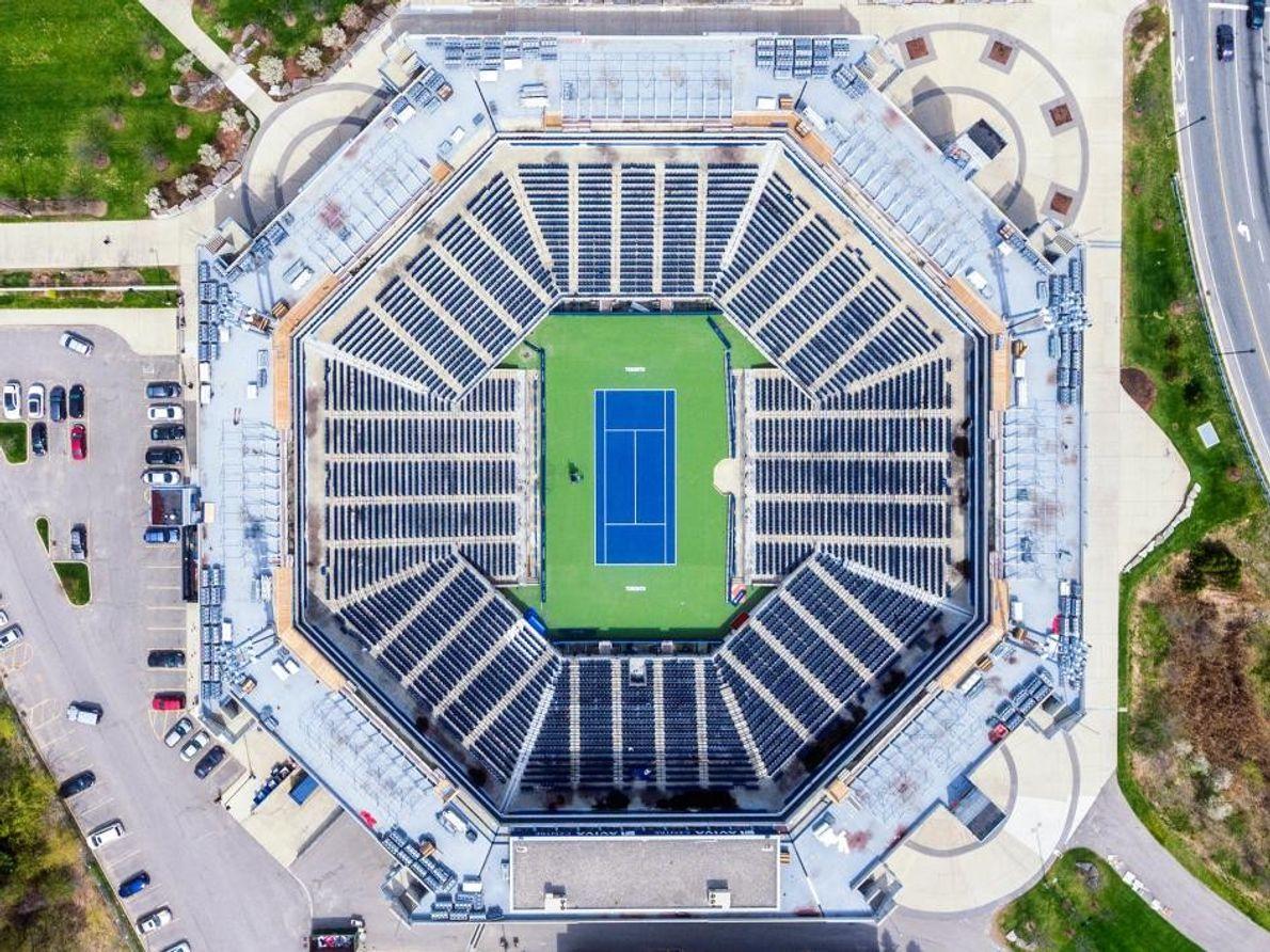 Ce cliché du stade de tennis Aviva à Toronto est la première photographie aérienne prise par ...
