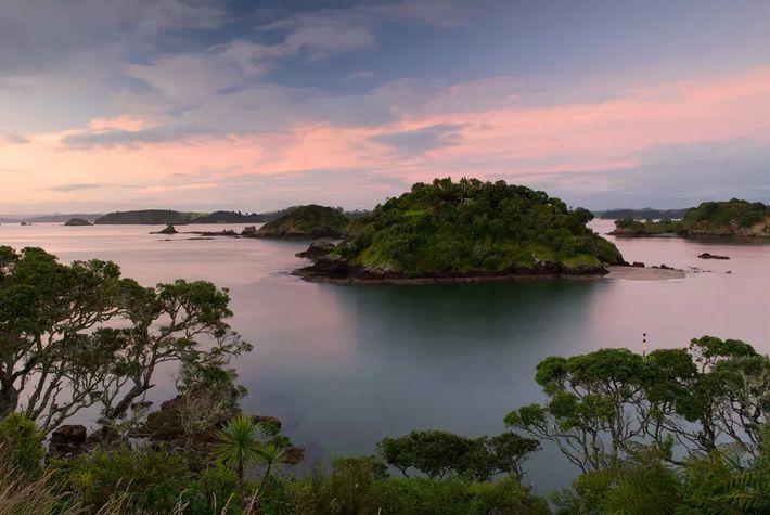 144 îles à explorer dans la baie des îles : cette région subtropicale regorge de plages, ...