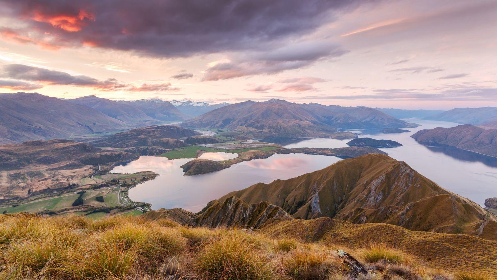 Avec son panorama sur le lac Wanaka, Roys Peak est la halte idéale pour les randonneurs ...