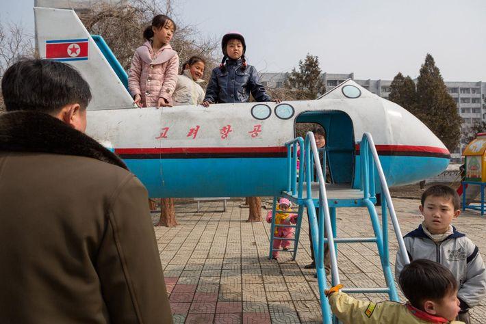 Ce photographe a pu saisir ce qui se cache derrière les frontières de la Corée du ...