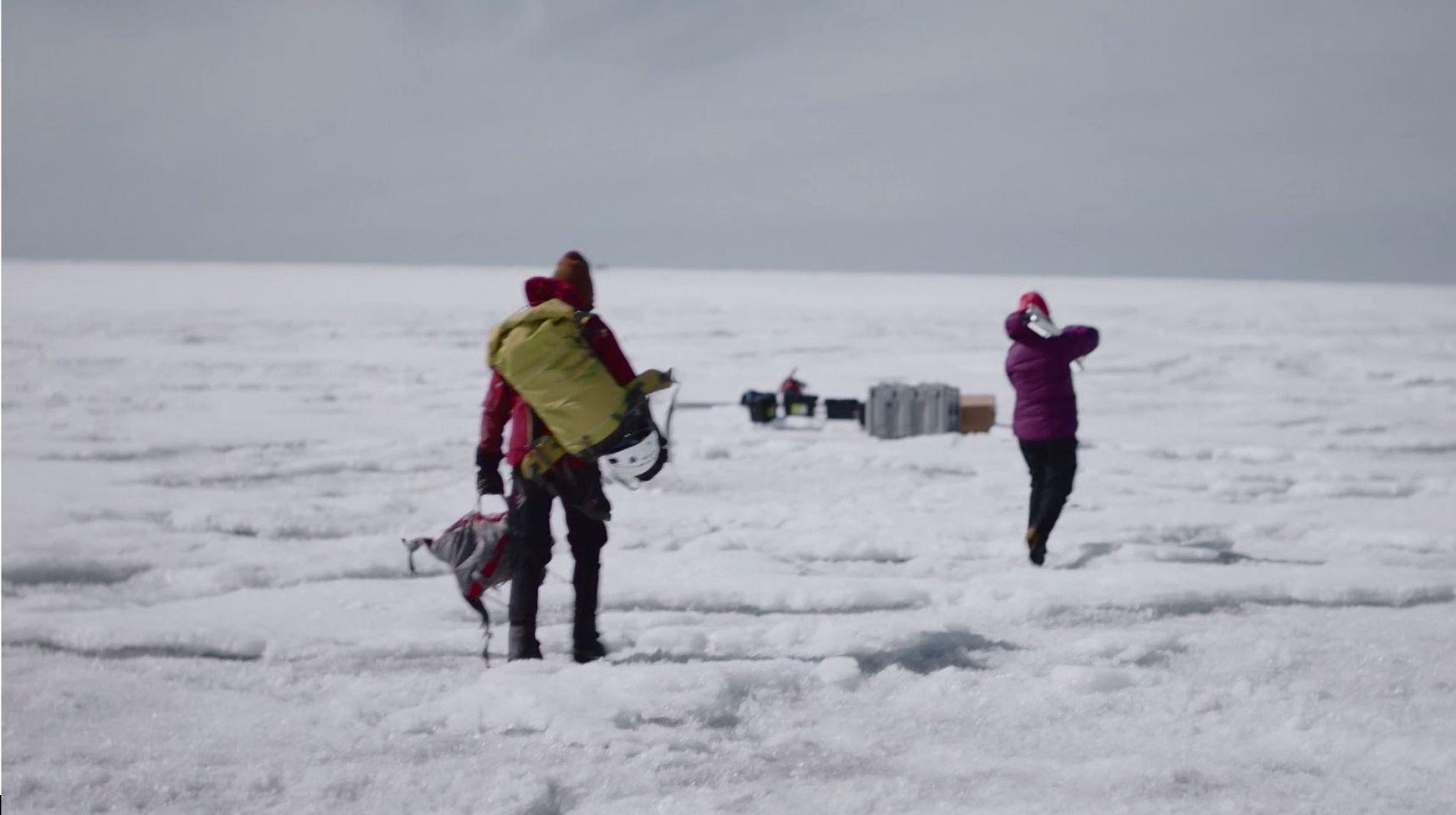 Ces scientifiques vivent dans des conditions glaciaires extrêmes
