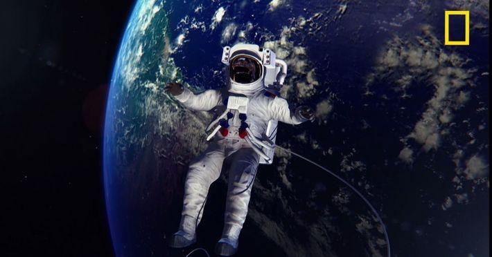 Comment sont équipées les combinaisons d'astronautes ?