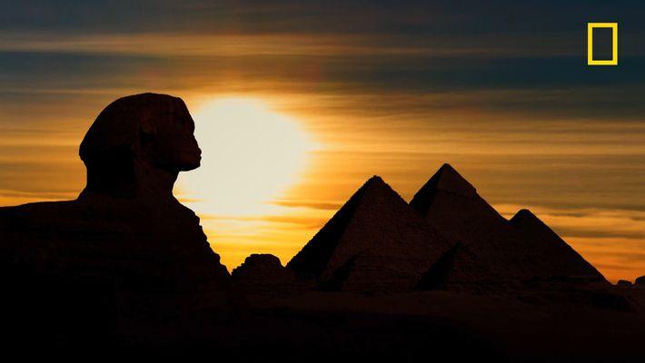 Le coucher de Soleil sur le sphinx de Gizeh