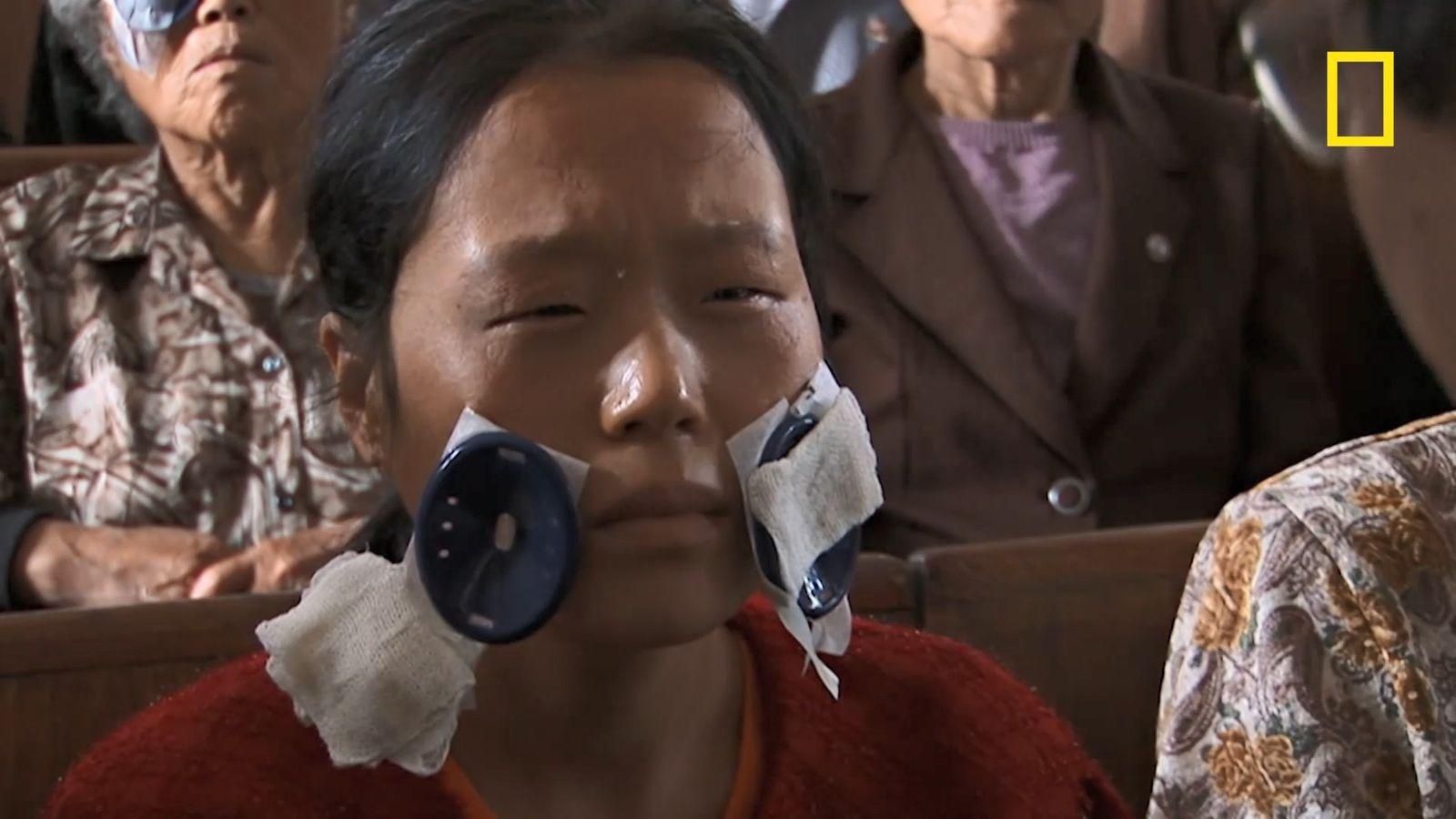 En Corée du Nord, la réaction inattendue d'une femme retrouvant la vue