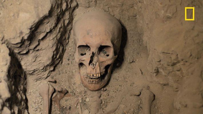Découverte d'innombrables rangées de momies dans ce puits égyptien