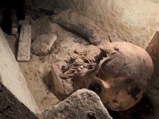 Qu'a-t-il bien pu se passer dans ce tombeau égyptien ?