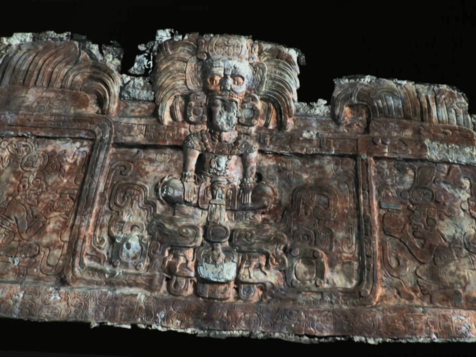 Cette frise antique nous raconte l'histoire de rois oubliés