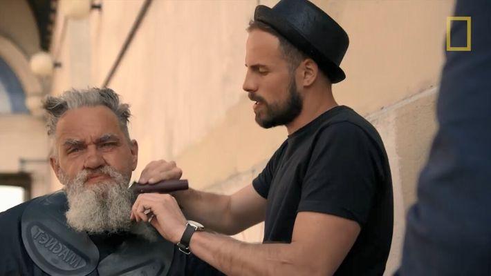 Morgan Freeman part à la rencontre d'un coiffeur pour SDF