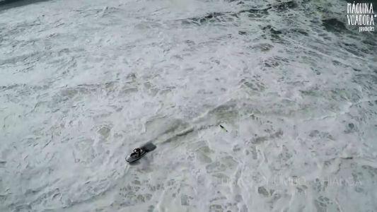 Le sauvetage spectaculaire d'un surfeur sur une vague géante en images
