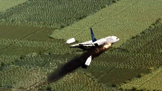 Vidéo : un avion s'écrase sur une piste en Indonésie