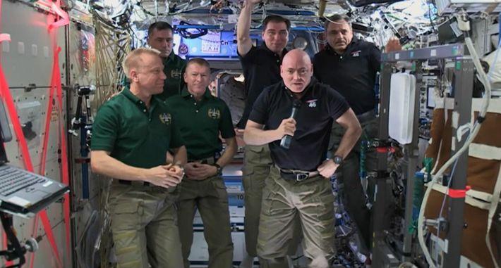 Revenir sur Terre après 340 jours dans l'espace